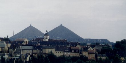 Ronneburg with uranium waste rock piles (Photo: Michael Beleites)